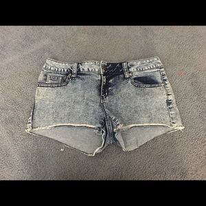 NWOT Acid wash denim shorts
